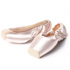Rclass/ Russian Pointe Shoe Medium